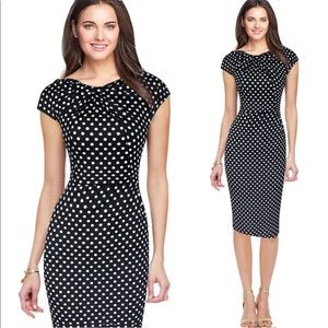 Dresses & Skirts - Lovely polka dot shift dress